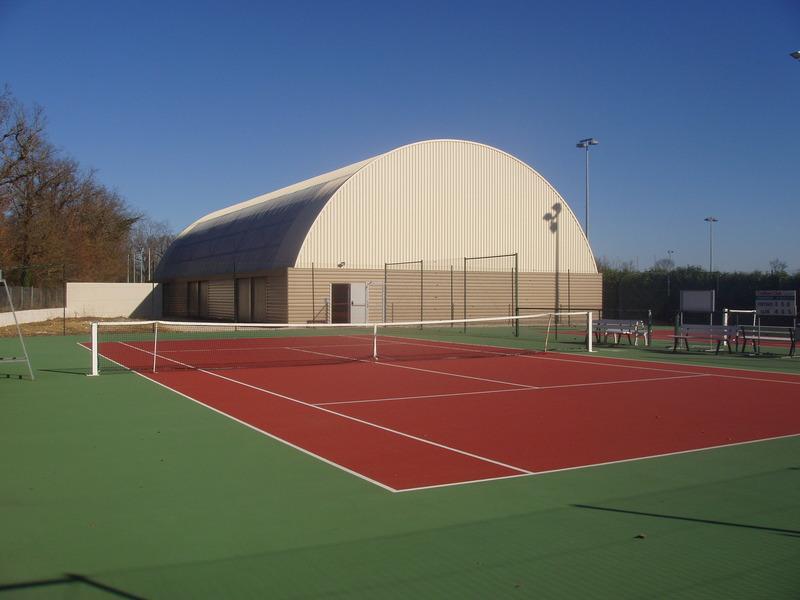 court de tennis rev tement beton poreux teint dans la. Black Bedroom Furniture Sets. Home Design Ideas